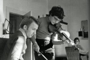 ab 1979 externe Schülerin der Spezialschule für Musik Weimar in der Geigenklasse von Peter Krebs