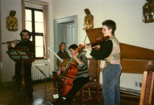 """1992-1996 wichtige Erfahrungen im ersten eigenen Ensemble """"Concordanza"""", gegründet 1992 mit Laurie Dean (1963-2006) (Unfassbar, dass er im April 2006 so plötzlich sterben musste. Ich werde ihn als wunderbaren Menschen und hervorragenden Flötisten immer in lebendiger Erinnerung behalten und sehr vermissen.)"""