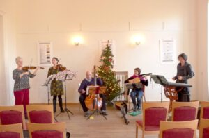 """Dezember 2011 - Im Schloss Schönefeld gab es zum Weihnachtskonzert als """"besonderes Instrument"""" Musik für Hackbrett (wunderschön gespielt von Elisabeth Seitz)"""