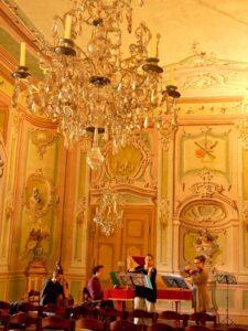 September 2013 - Ich durfte endlich mal nach Cesky Crumlov! Hier bei der Probe im Spiegelsaal mit 'Zierwerk Barock'.
