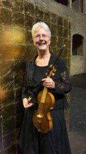 Juli 2017 Salzburg - Ich bin sehr zufrieden, Monteverdi mit meiner Geige nach Giovanni Paolo Maggini ca. 1630 von André Mehler (Leipzig) und dem neu erworbenem Bogen von Hagen Schiffler (Laufen) , ein Modell nach einem Gemälde von Pietro Novelli, ca. 1630, spielen zu können.
